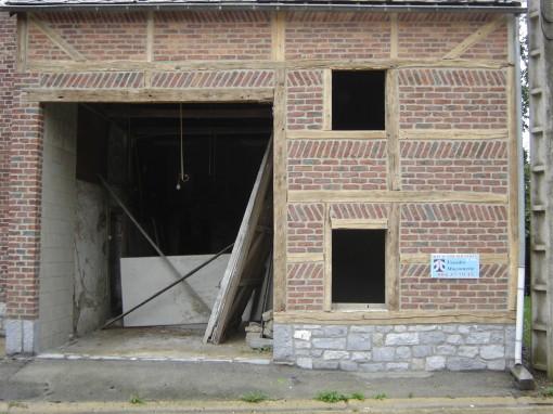 > Rénovation terminé en attente de la pose des nouveaux châssis et de la nouvelle porte de grange.