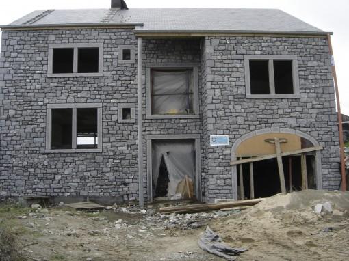 > Fin de la maçonneries du bâtiment et sablage terminé.