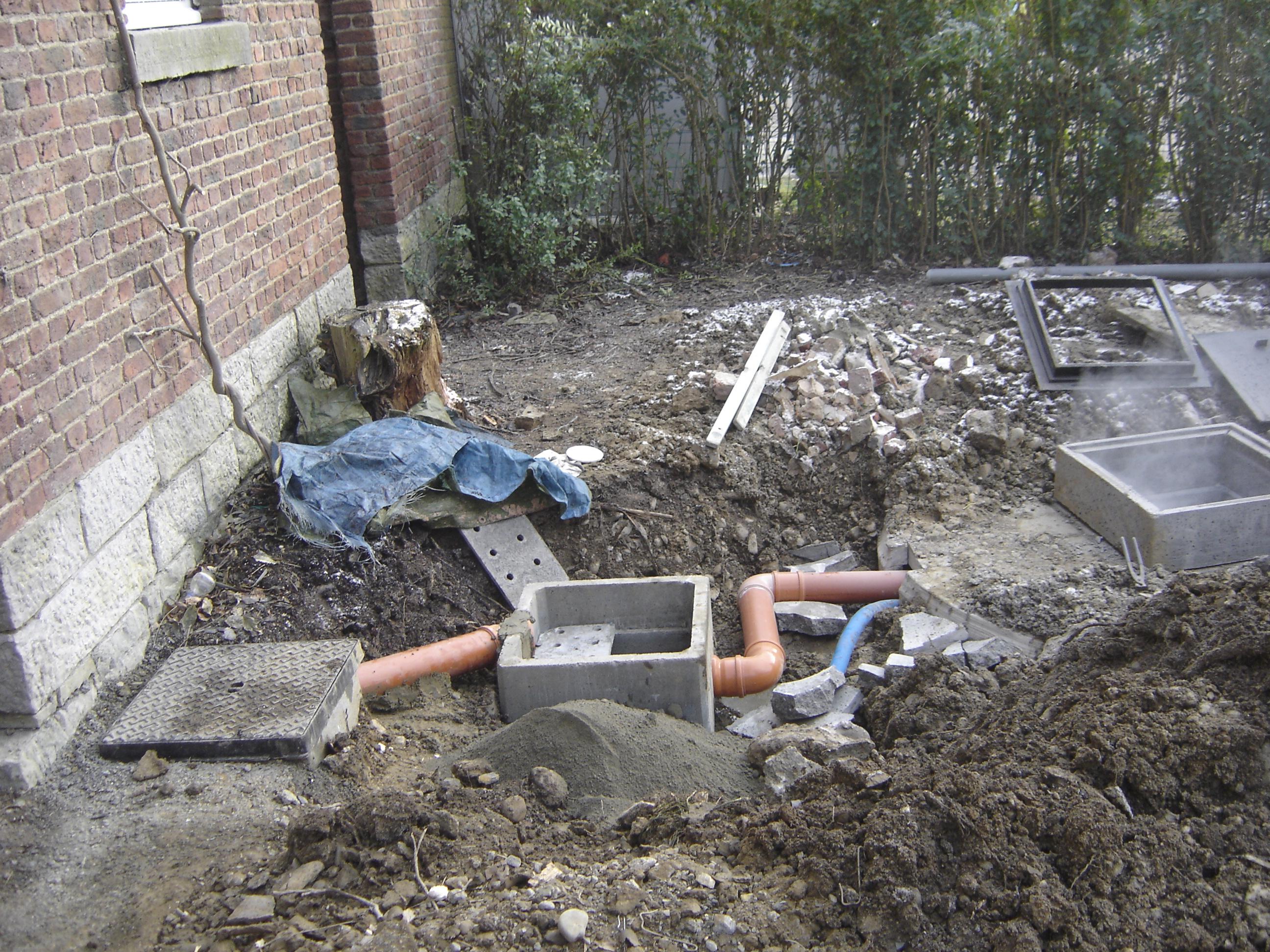 pose d une chambre de visite canalisations defaux fils construction r 233 novation defaux